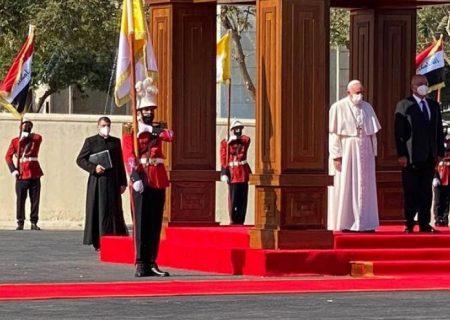 پاپ: نیازمند همبستگی در چالشهای سیاسی و اقتصادی هستیم/ برهم صالح: اجازه افراط گرایی به نام دین را نمی دهیم