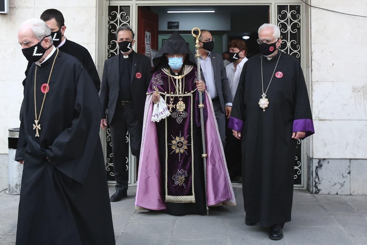 مراسم «صد و ششمین سالگرد نسلکشی ارامنه» اسقف اعظم سیبوه سرکیسیان و تعداد محدودی از نمایندگان جامعه ارمنی در کلیسای سرکیس مقدس
