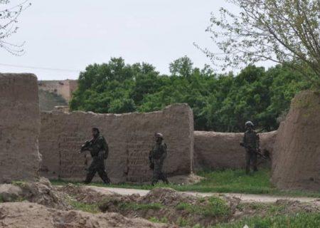 قیصار به دست طالبان افتاد/ بیش از صد سرباز به اسارت درآمدند
