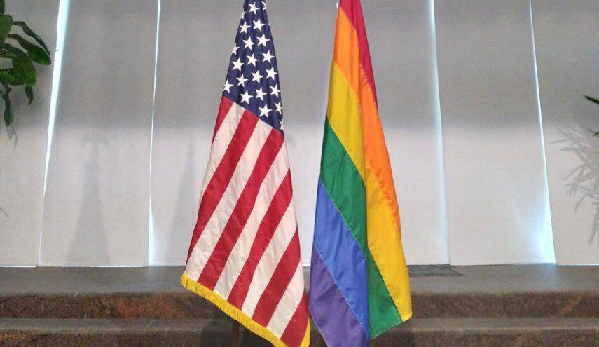 بحرینی ها نصب پرچم همجنس گرایان بر سفارت آمریکا را محکوم کردند