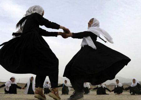 طالبان: چادر و برقع برای دانشجویان دختر الزامی است